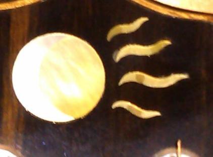 Moon/sun with rays
